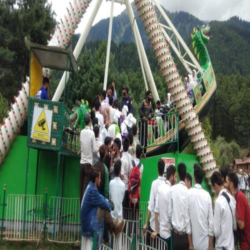Students Enjoying Nature at Pahalgam During Farewell For Class 10th